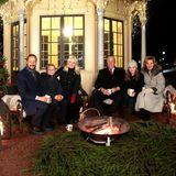 20. Dezember 2016  Frohe Weihnachten aus Norwegen! Prinz Haakon und Prinzessin Mette-Marit kommen mit ihren Kindern Prinz Sverre Magnus und Prinzessin Ingrid zum traditionellen Weihnachts-Fotoshooting im Park des Osloer Schlosses zusammen. Auch König Harald und Königin Sonja sind natürlich mit dabei.