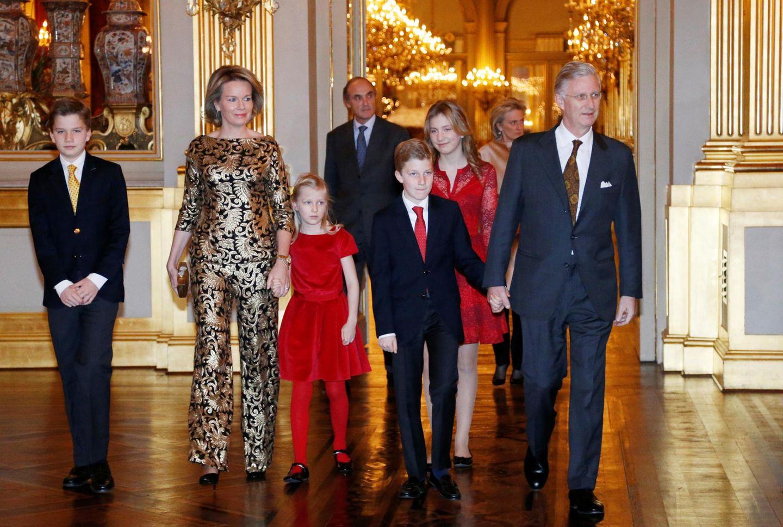 21. Dezember 2016: Die belgische Königsfamilie besucht das traditionelle Weihnachtskonzert in Brüssel. Besonders auffällig ist dabei Königin Mathilde in ihrem Zweiteiler mit goldenen Ornamenten.