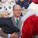 Dezember 2016  Und das ist der Weihnachtsmann? Jacques schaut skeptisch auf den Mann mit dem Rauschebart.