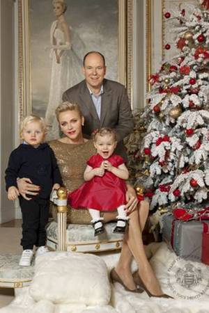 Dezember 2016  Weihnachtsgrüße aus Monaco: Fürst Albert und Fürstin Charlène und ihre bezaubernden Zwillinge Prinz Jacques und Prinzessin Gabriella, wünschen uns mit diesen bezaubernden Bildern ein frohes Weihnachtsfest.