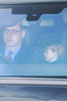 20. Dezember 2016  Die Queen hat eingeladen zum Vorweihnachts-Lunch. Prinz William lenkt das Auto persönlich, in dem seine Frau Kate, sein Sohn George und Bruder Harry sitzen.