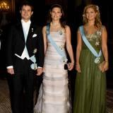 2008  Die drei Königskinder posieren für ein gemeinsames Foto, ehe es zum Galadinner geht.