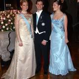 2003  Madeleine und Victoria haben ihre Bruder in die Mitte genommen.