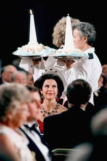 1991  Beim Galadinner wird aufgetischt.