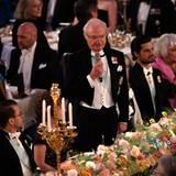König Carl Gustaf hält eine Rede.