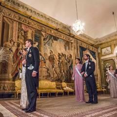 """Einen Tag nach der Verleihung der Nobelpreise findet das Dinner des Königs (""""Kungens Middag"""") im königlichen Schloss statt. Noch einmal zeigt sich dazu die Familie von König Carl Gustaf."""