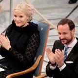 Während in Stockholm die Verleihung der Nobelpreise erst begonnen hat, ist man in Olso bereits mit der Zeremonie durch. In Anwesenheit der königlichen Familie wurde der Friedensnobelpreis verliehen.