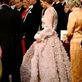 Prinzessin Madeleine in einer Traumrobe, die etwas Platz braucht.