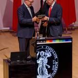 September: Fürst Albert  Monacos Fürst Albert nimmt in seiner Funktion als Prasident des Mittelmeerforschungsrates den Deutschen Meerespreis 2016 in Kiel entgegen.