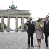 Oktober: König Carl Gustaf & Königin Silvia  Der viertägige Staatsbesuch beginnt in der Hauptstadt. Ein Abstecher zum Brandenburger Tor mit Erinnerungsfoto darf auch bei einem königlichen Besuch nicht fehlen. Berlins Bürgermeister Michael Müller hat Königin Silvia und König Carl Gustaf zu Gast.