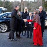 Weihnachten bei den Royals: 25. Dezember 2016 Zur Kirche am 1. Weihnachtstag geht es für die norwegische Königsfamilie eigentlich immer gemeinsam, aber in diesem Jahr kann Königin Sonja nicht dabei sein. Sie leidet, wie Queen Elizabeth und Königin Silvia, an einer Erkältung.