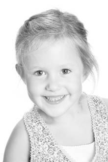 8. Januar 2016  Josephine, der kleine Wirbelwind, lacht wie ihr Bruder.