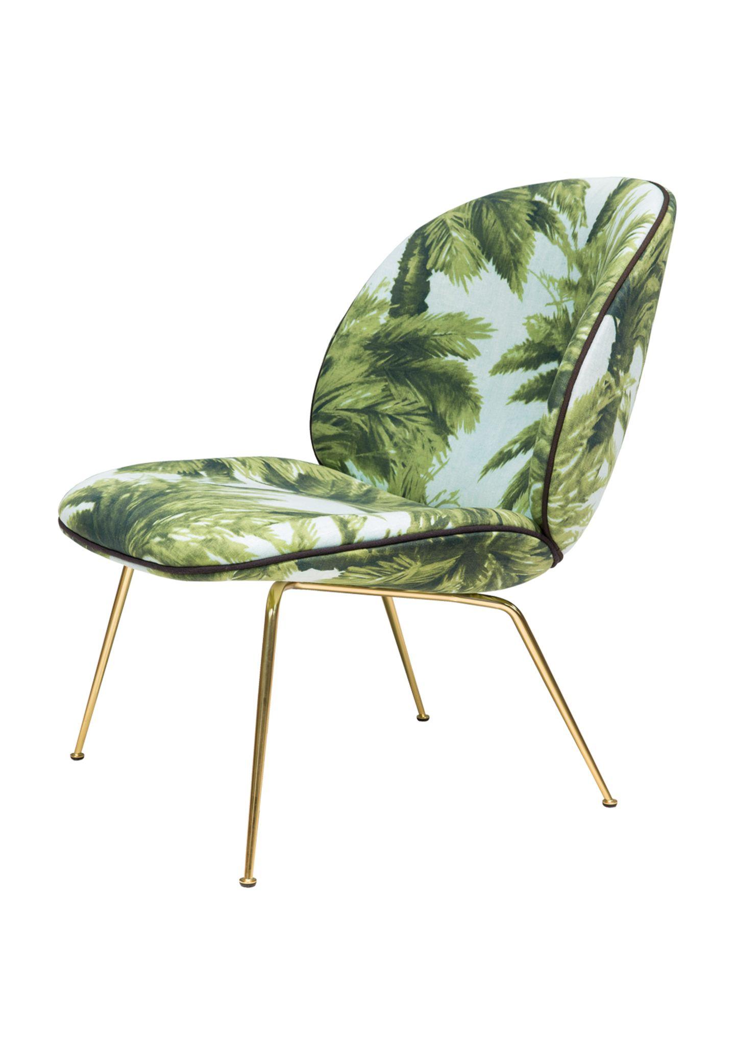 """Ein Platz im Grünen: Der """"Beetle Lounge Chair"""" erinnert an die Fünfzigerjahre (Gubi, ca. 1.960 Euro)"""