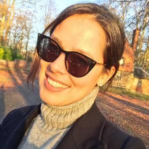 Einen perfekten Wintertag in der Sonne verbringt Ana Ivanovic stylisch geschützt mit einem schwarzen Cat-Eye-Modell auf der schönen Nase.