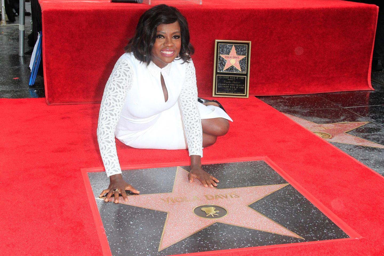 """5. Januar 2017: Viola Davis bekam im Laufe ihrer Schauspielkarriere viele Auszeichnungen und Nominierungen. Nun ist sie mit einer eigenen Plakette auf dem """"Walk of Fame""""in Hollywood verewigt."""