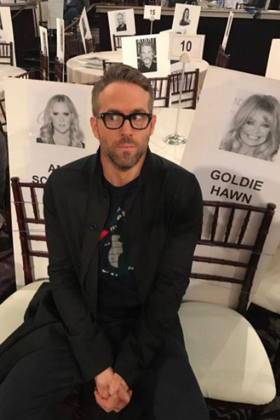 9. Januar 2017  Der Hollywoodstar Ryan Reynolds befindet sich auf gefährlichem Terrain: Den Powerfrauen Amy Schumer und Goldie Hawn schnappt man besser nicht die Plätze weg.