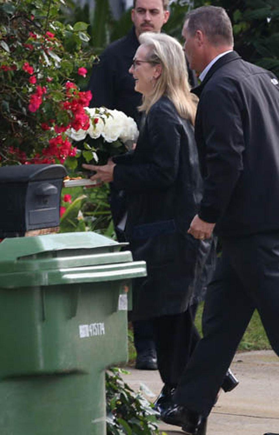 """Freud und Leid lagen bei Meryl Streep nah beieinander. Neben dem Besuch der Gedenkfeier ehrte sie an diesem Tag auch noch ihre Kollegin Viola Davis mit einem Stern auf dem """"Walk Of Fame""""."""