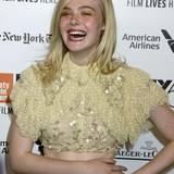 """Elle Fanning (geb. 9. April 1998), geschätztes Vermögen: 5 Millionen Dollar  Die kleine Schwester von Dakota Fanning (Twilight) war 2006 im Kinohit """"Babel"""" neben Brad Pitt und Cate Blanchett zu sehen. Später folgten Rollen in den Kinofilmen """"Super 8"""", """"Maleficent"""" - neben Angelina Jolie und """"The Neon Demon""""."""