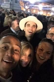 DJ Cassidy vertreibt sich die Wartezeit vor dem Weißen Haus mit Chrissy Teigen und John Legend sowie Jerry und Jessica Seinfeld.