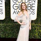 Etwas blass wirkt Drew Barrymore in ihrem hellsilbernen Schimmerkleid von Monique Lhuillier mit Cut-out-Elementen am Oberarm.