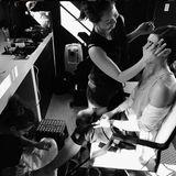 """""""Der Wahnsinn hat begonnen"""", kommentiert Jessica Biel das erste Foto einer Bilderserie, die ihre komplette Glam-Session zeigt."""