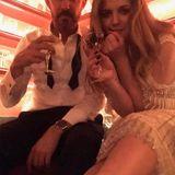Hollywoodstar Drew Barrymore feierte nach der Preisverleihung bis in die frühen Morgenstunden. Genauer gesagt bis 10 Uhr, wie sie selbst auf Instagram schreibt. Dafür sah die Schauspielerin auf dem Heimweg allerdings sehr frisch aus...