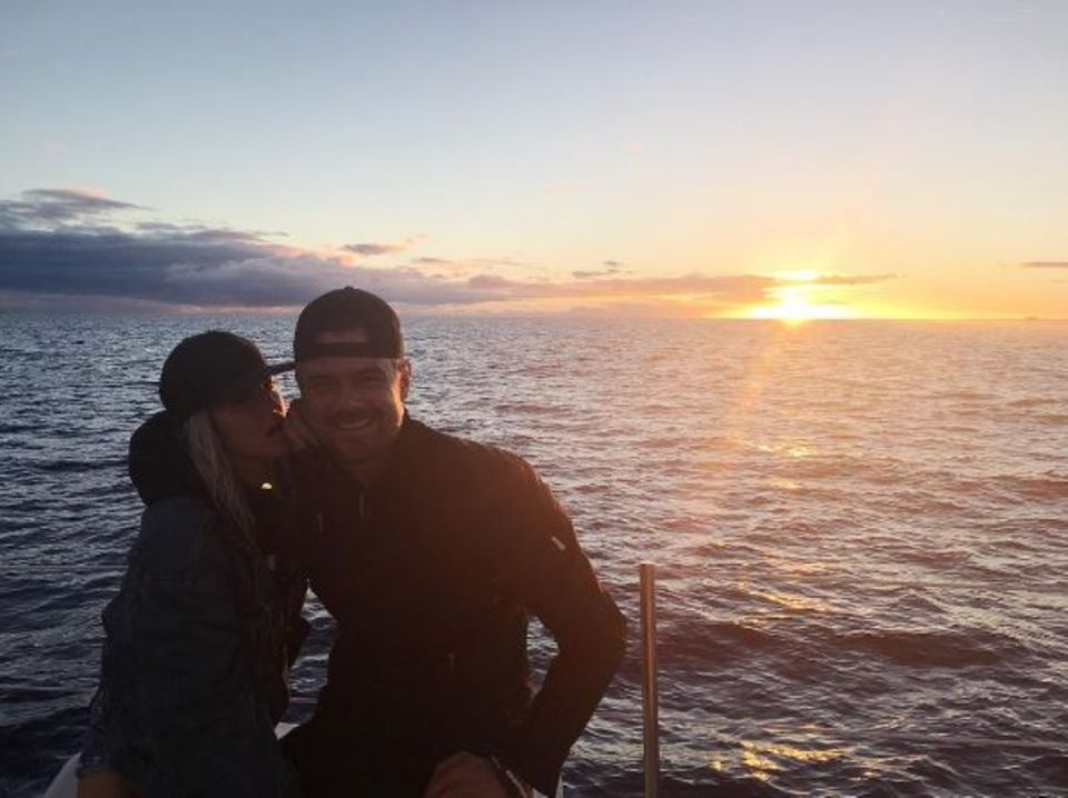 11. Januar 2017   Fergie kontert zum acht jährigen Jubiliäum mit diesem Foto, es zeigt das Paar am Meer beim Sonnenuntergang.