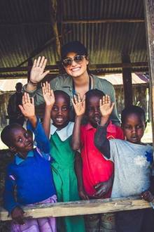 "Im Auftrag von ""WE Movement - We Help Mamas Make a Living"" verbreitet Popstar Demi Lovato gute Laune in Kenia."
