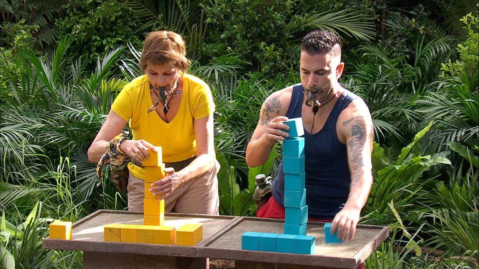 Dschungel-Duell 2: Fräulein Menke und Marc Terenzi. Alle Infos zu 'Ich bin ein Star - Holt mich hier raus!' im Special bei RTL.de: www.rtl.de/cms/sendungen/ich-bin-ein-star.html