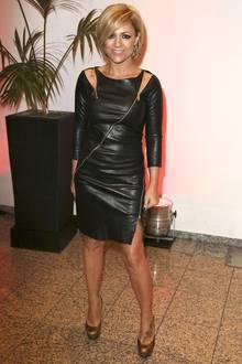 Ein toller Körper darf ruhig betont werden. Gut gemacht, liebe Michelle. Das Etuikleid im Lederlook und mit Zipper-Details steht der Sängerin ausgezeichnet.