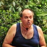 """Am """"Oll you can eat""""-Buffet versucht Markus Majowski, nicht darüber nachzudenken, was er gerade isst: Truthahnhoden mit Rattenschwänzen."""