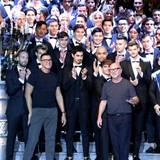 Das Designer-Duo Domenico Dolce (rechts) und Stefano Gabbana inmitten ihrer berühmten Nachwuchs-Models.