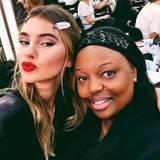 Stefanie Giesinger posierte backstage mit Star-Make-up-Artist Pat McGrath für ein Selfie.