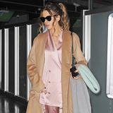 Kate Beckinsale gehört normalerweise zu denjenigen Hollywood-Stars, die immer perfekt gestylt sind. Mit diesem zerknitterten 80er-Jahre-Pyjama-Look hat die Schauspielerin aber ausnahmsweise mal richtig daneben gegriffen.