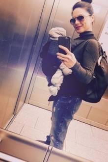Unterwegs mit ihrem Baby: Nazan Eckes macht sich auf, dem süßen Ilyas die Welt zu zeigen.