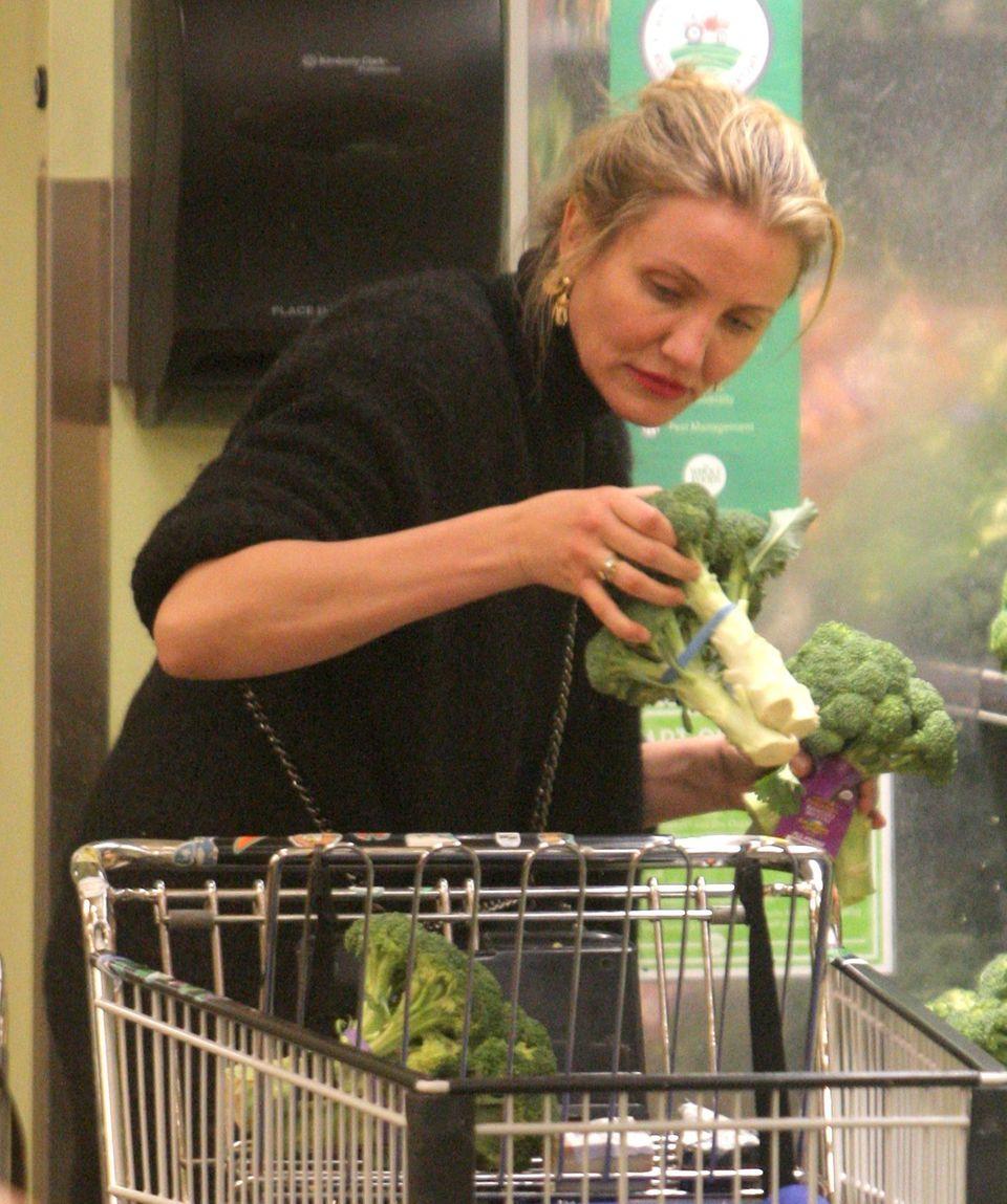 Perfektionistisch beim Brokkolikauf: Hollywoodstar Cameron Diaz schaut ganz genau hin.