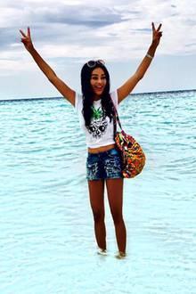Sie tut es schon wieder: Erneut postet Verona Pooth auf Facebook ein Bild, auf dem beim genaueren Hinsehen deutlich wird, dass hier geschummelt wurde. Denn auch eine Verona vermag es nicht das Meer zu teilen.