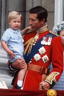 Vater und Sohn im direkten Vergleich 1984: Die Ohren hat William auf jeden Fall nicht von Charles geerbt.