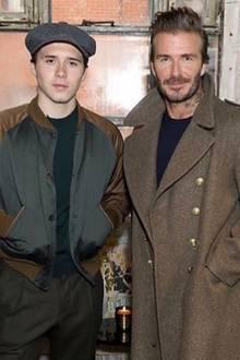 Ganz der Papa: Brooklyn Beckham scheint in Vaters Kleiderschrank gekramt zu haben. Fans sind sich einig: David Beckhams Stil steht seinem Sprössling richtig gut.