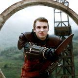 2009   Im zarten Alter von 19 Jahren entdeckt Freddie Stroma die Schauspielerei für sich. In den letzten drei Harry Potter-Verfilmungen spielt er die Rolle des Cormac McLaggen, der im Quidditchteam als Hüter eingesetzt wird.