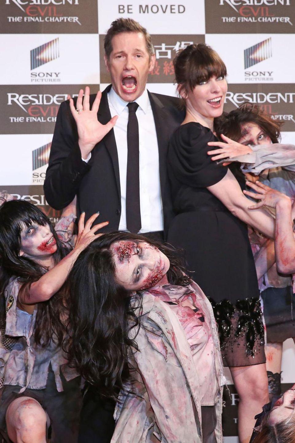 """16. Januar 2017: Zur Filmpremiere von """"Resident Evel: The Final Chapter"""" sind Regiseur Paul William Anderson und Hauptdarstellerin Milla Jovovich umzingelt von Untoten. Das Paar ist seit acht Jahren verheiratet, sie haben zwei Kinder."""