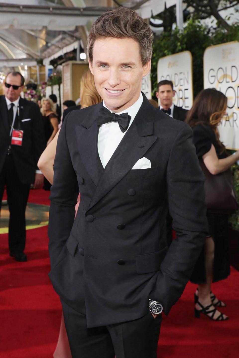 Superstar Eddie Redmayne war bei den Golden Globes als Presenter dabei und trug eine Omega Speedmaster Moonwatch.