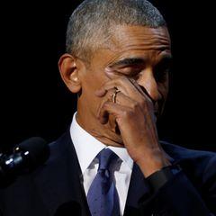 Mit einer sehr emotionalen Rede verabschiedet sich Präsident Barack Obama. In Chicago kann selbst er die Tränen nicht zurückhalten und auch das Publikum ist ergriffen, man sieht wie Menschen sich die Tränen wegtupfen.