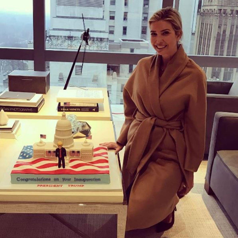 """""""Das ist mal ein Kuchen!"""" - Postet Ivanka Trump. """"Das gesammte Büro ist wegen der kommenden Amtseinführung des 45. Präsidenten der Vereinigten Staaten total aufgeregt."""""""