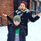 Januar 2017   Endlich, scheint Naomi in die Kamera zu rufen, es schneit! Alexander dagegen ist noch ganz gefasst.