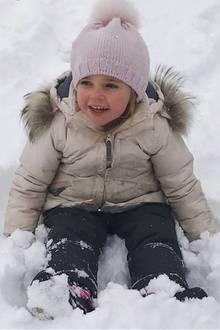 10. Januar 2017  Prinzessin Madeleine teilt im neuen Jahr zuckersüße Bilder ihres Nachwuchses. Nicolas und Leonore genießen ganz offensichtlich das Spielen im Schnee.