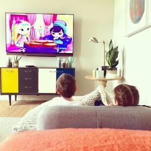 Januar 2017   Bei Familie Williams geht es nicht anders zu, als bei allen anderen Familien an Sonntagen. Die Kinder dürfen sich ein Zeichentrickfilm ansehen und die Eltern haben eine kleine Ruhepause.