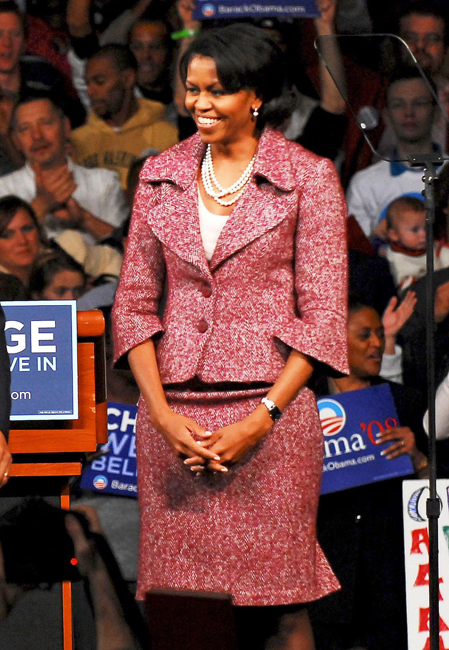 Während des Wahlkampfes 2008 erinnerte Michelle Obama mit ihren Outfits oft an den klassischen und zeitlos-schönen Style von Jackie Kennedy.