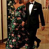 Wunderschön weihnachtlich zeigt sich Michelle Obama beim Empfang des Kennedy Centers im Weißen Haus.
