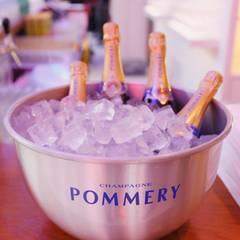 Cheers! Wir stoßen mit Champagner von Pommery an.